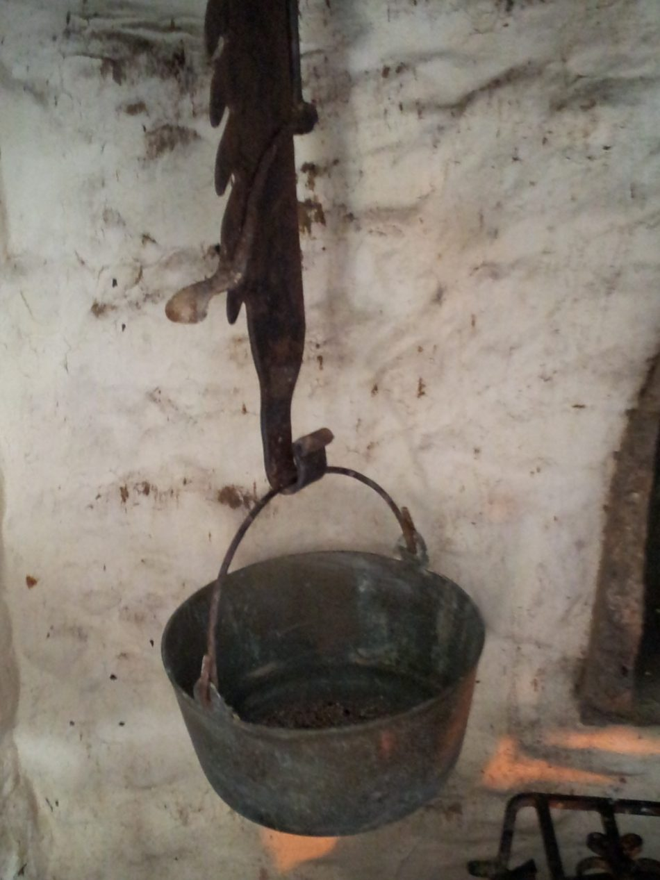 A hanging cooking pot used for heating water, boiling clothes and brewing.